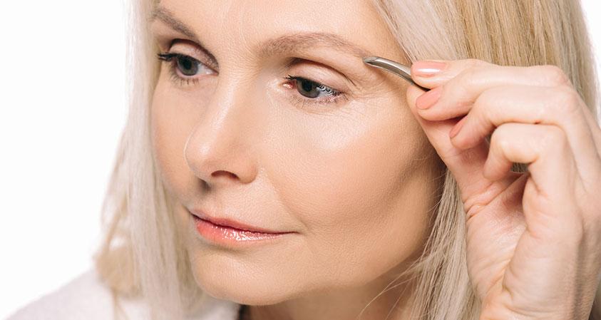 6 Easy Hacks to Color Grey Eyebrows